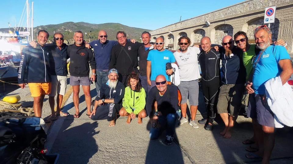 Il gruppo di subacquei che hanno partecipato all'immersione alla secca di Capo Poro