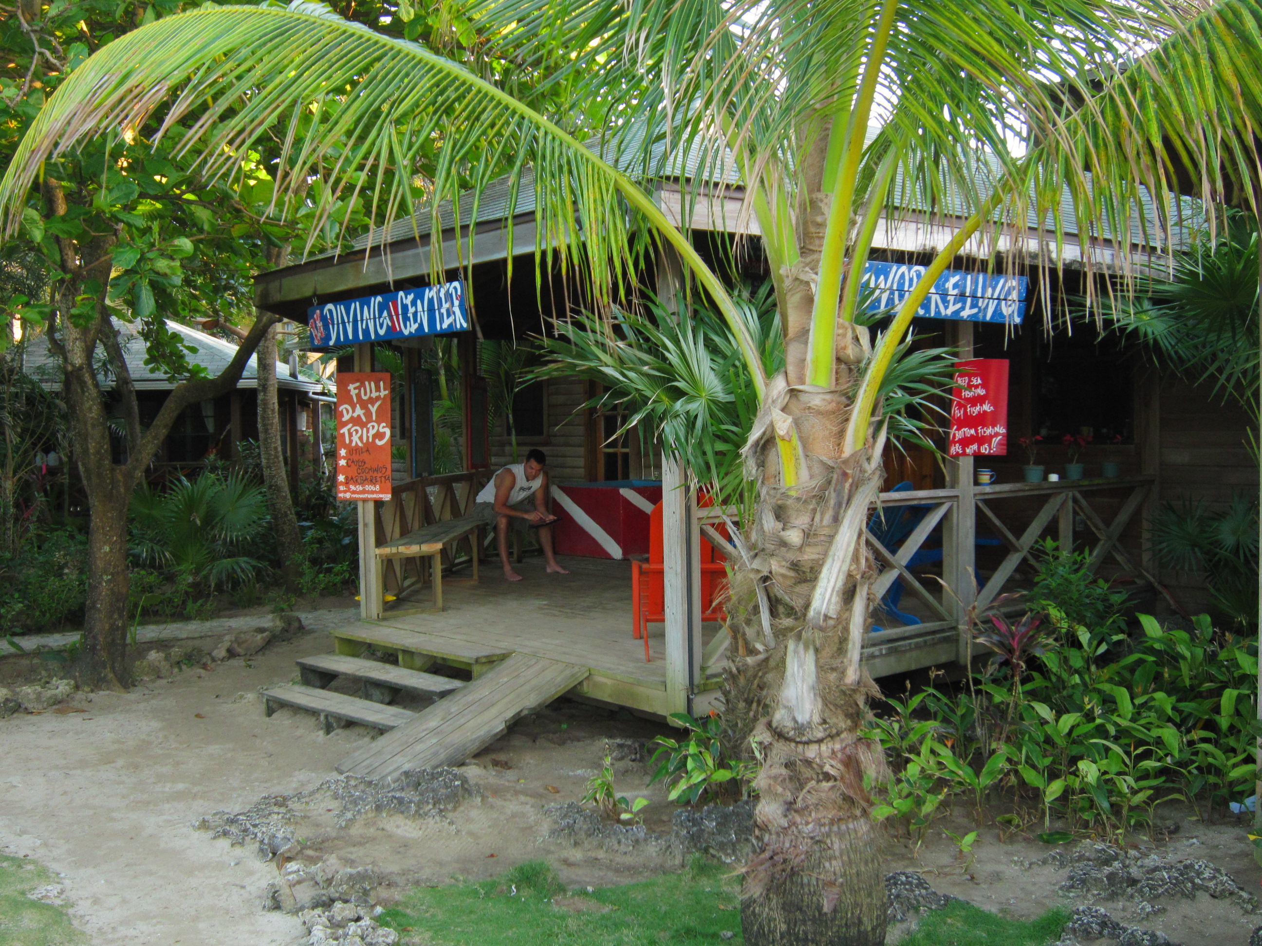 Il diving center a Las Rocas Roatan