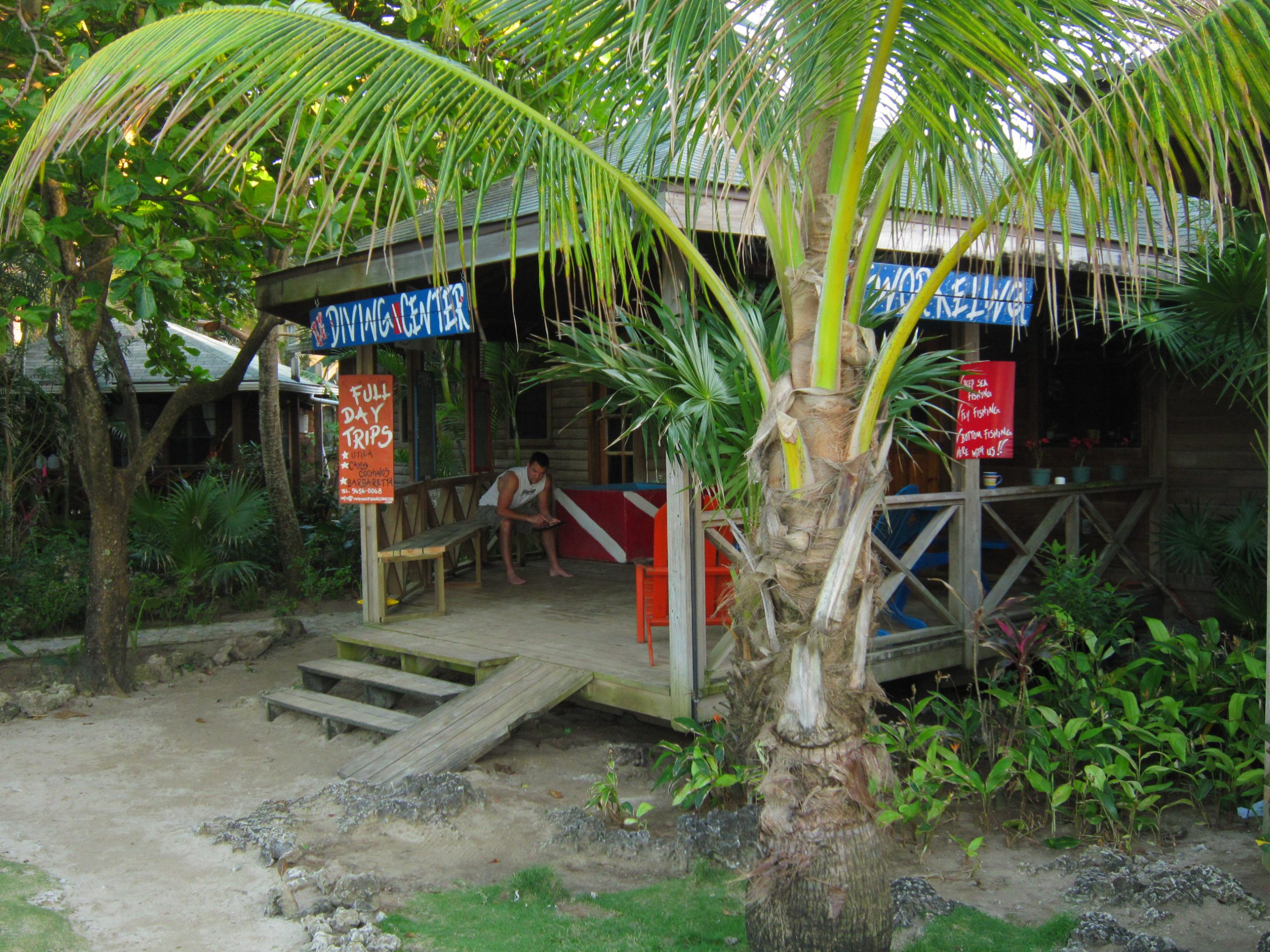 Il diving center a Las Rocas Roatan