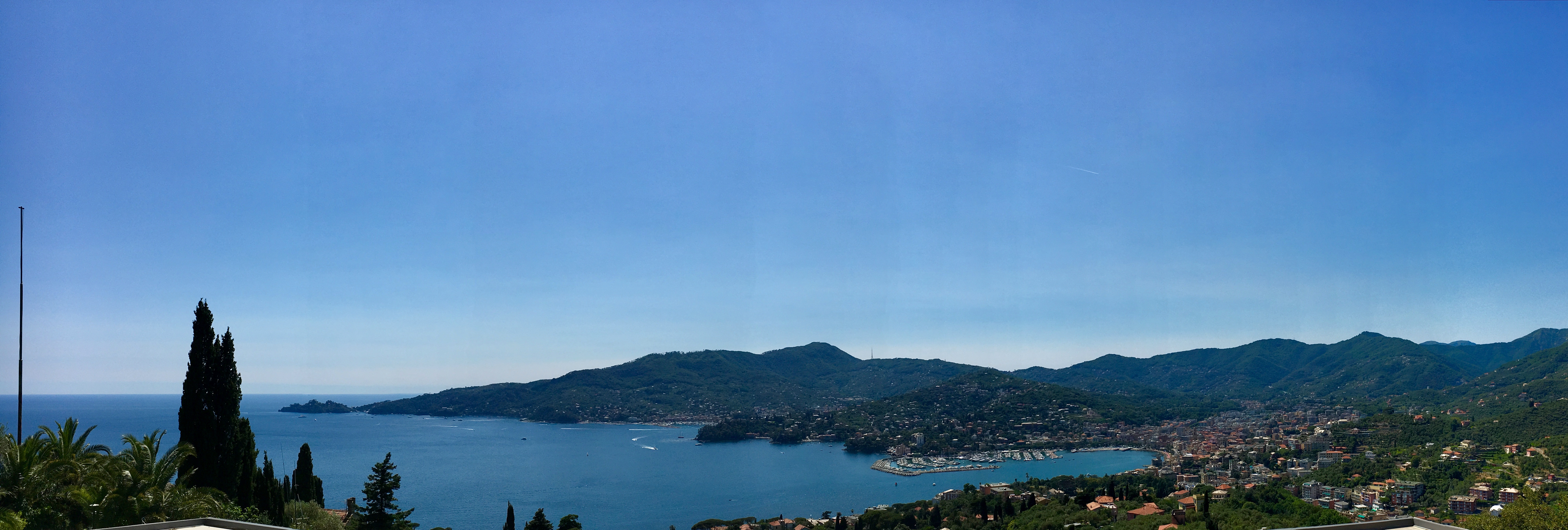 Panorama della costa da Rapallo al Faro di Portofino