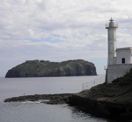 Ventotene: faro dell'isola di Santo Stefano
