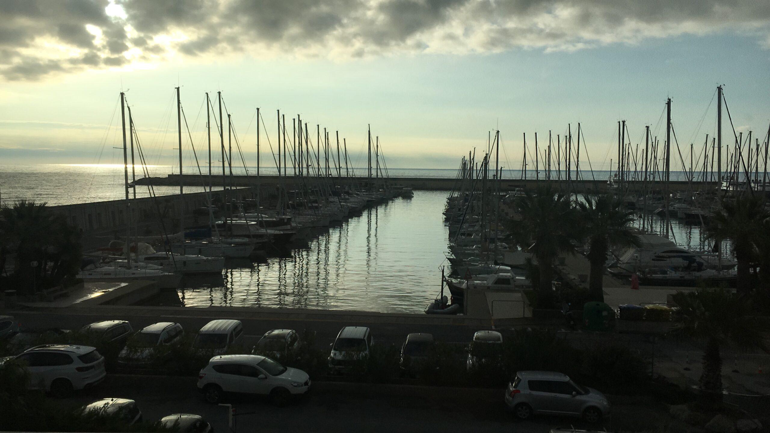 Siamo nel ponente ligure, a Marina degli Aregai, tra Imperia e Sanremo. Il centro che mi ospita è il Nautilus Technical Diving Center