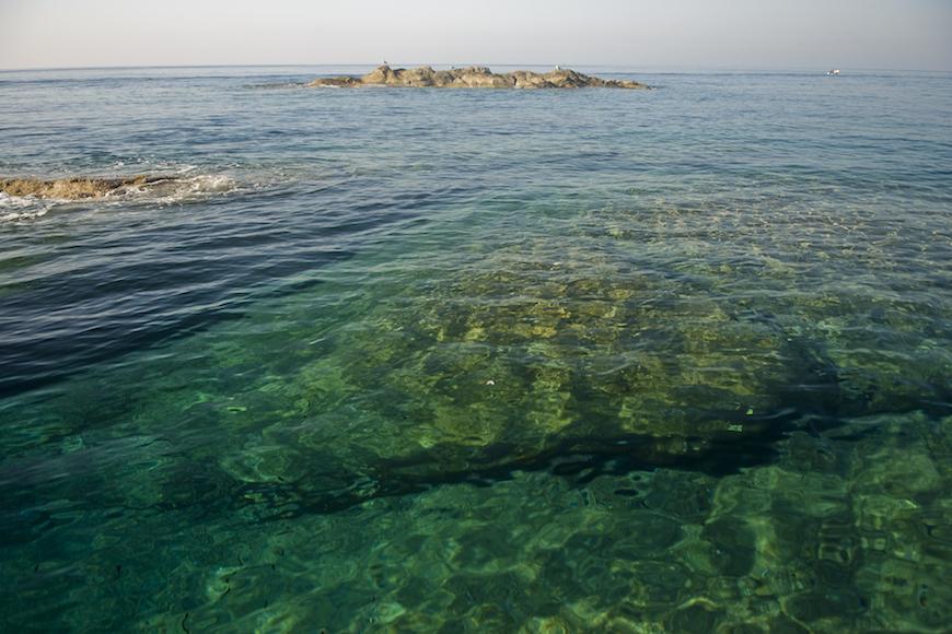 Le Formiche della Zanca prendono il nome da una serie di piccoli scogli affioranti che nella loro parte sommersa danno vita a fondali molto scenografici