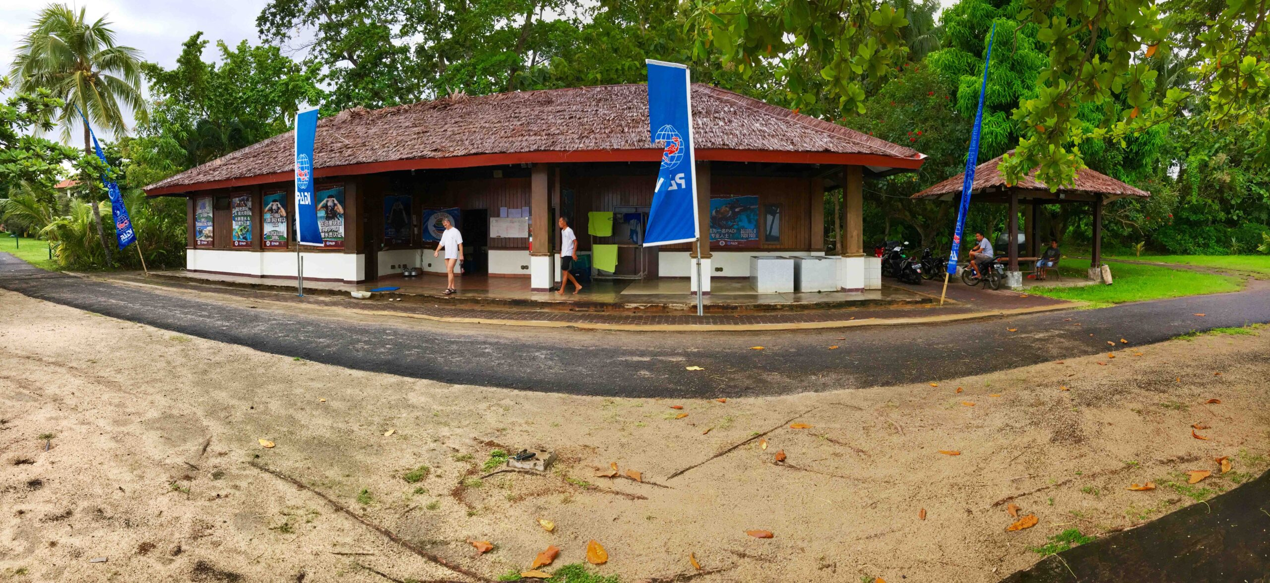 Eco Divers Manado sorge all'interno di questo paradiso esattamente di fronte alla piccola marina dell'hotel. Due comode barche sono ormeggiate in attesa dell'arrivo dei subacquei.