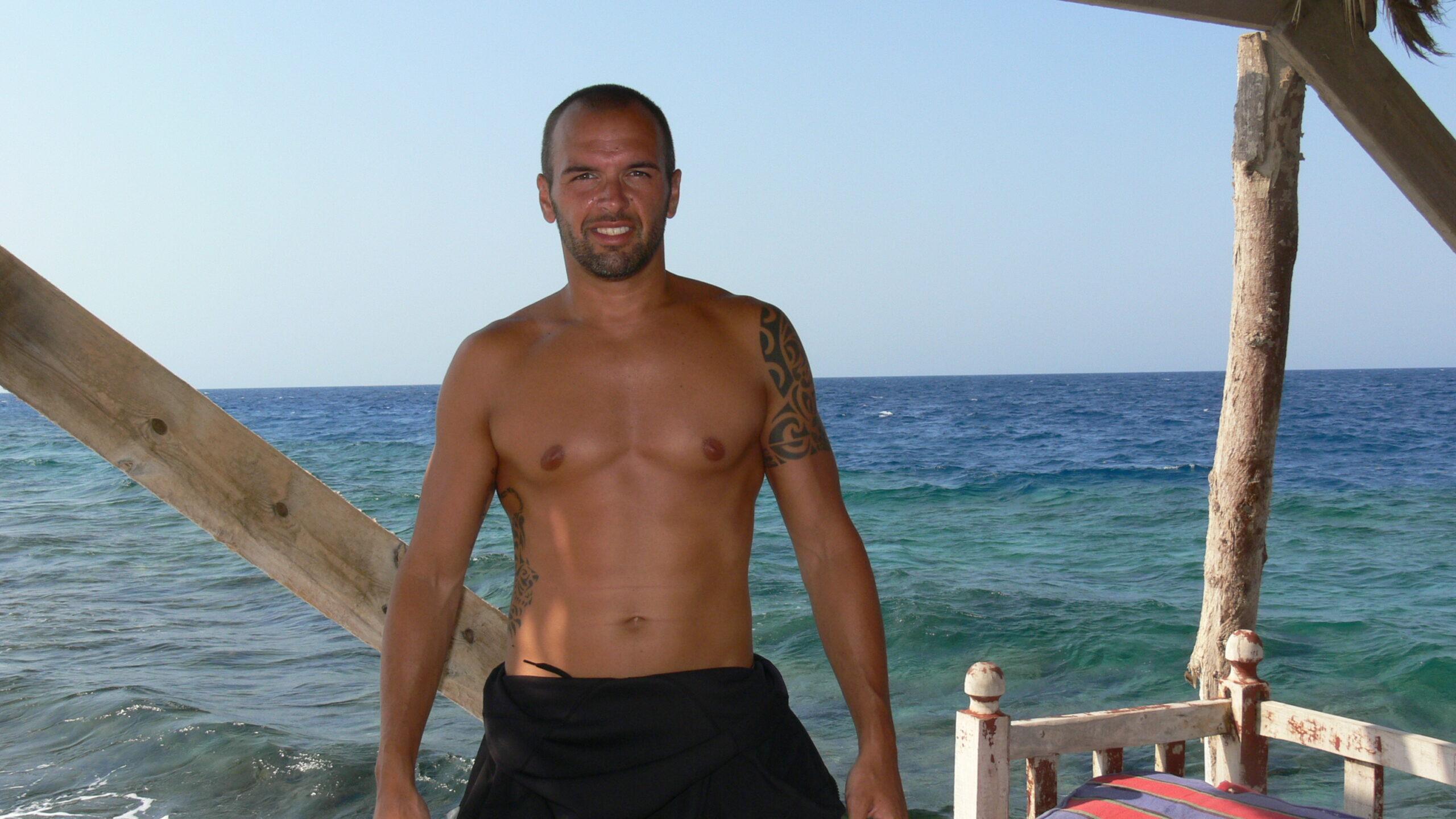 L'incontro con la bombola da sub arriva nel 2009, durante una vacanza a Sharm el-Sheikh