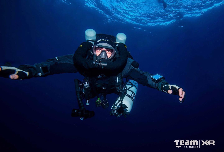 Nel 2019 decide di entrare nel mondo del silenzio, abbandonando (si fa per dire) l'amato bibombola, per frequentare il corso SSI CCR Extended Range, con il rebreather rEvo sulle spalle e con Yme Carsana come istruttore